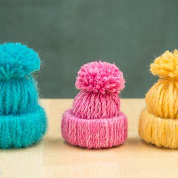 Mini gorros de lana para el árbol