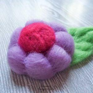 Broche «Flor Morada» de lana merina fieltrada (Md:2)
