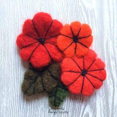 Broche «Flores Rojas» de lana merina fieltrada (Md:1)