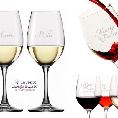 Dos copas de vino tinto grabadas